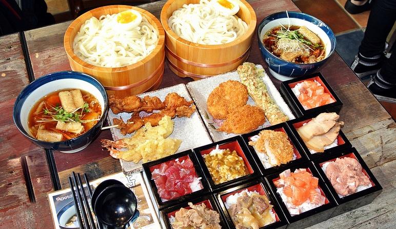 日本大阪旅遊攻略2014:春節期間交通費水漲船高,節後錯峰游實惠又樂趣多,去大阪旅行是不错的选择。大阪不仅适合旅游购物,许多著名的大阪旅遊景點也不可錯過。本文從大阪美食、大阪景點、大阪購物全方面為想去大阪旅遊的遊客呈現最精彩的大阪。節前還沒來得及出遊的同學們趕緊節後去大阪放鬆放鬆吧。  日本大阪旅遊攻略-大阪
